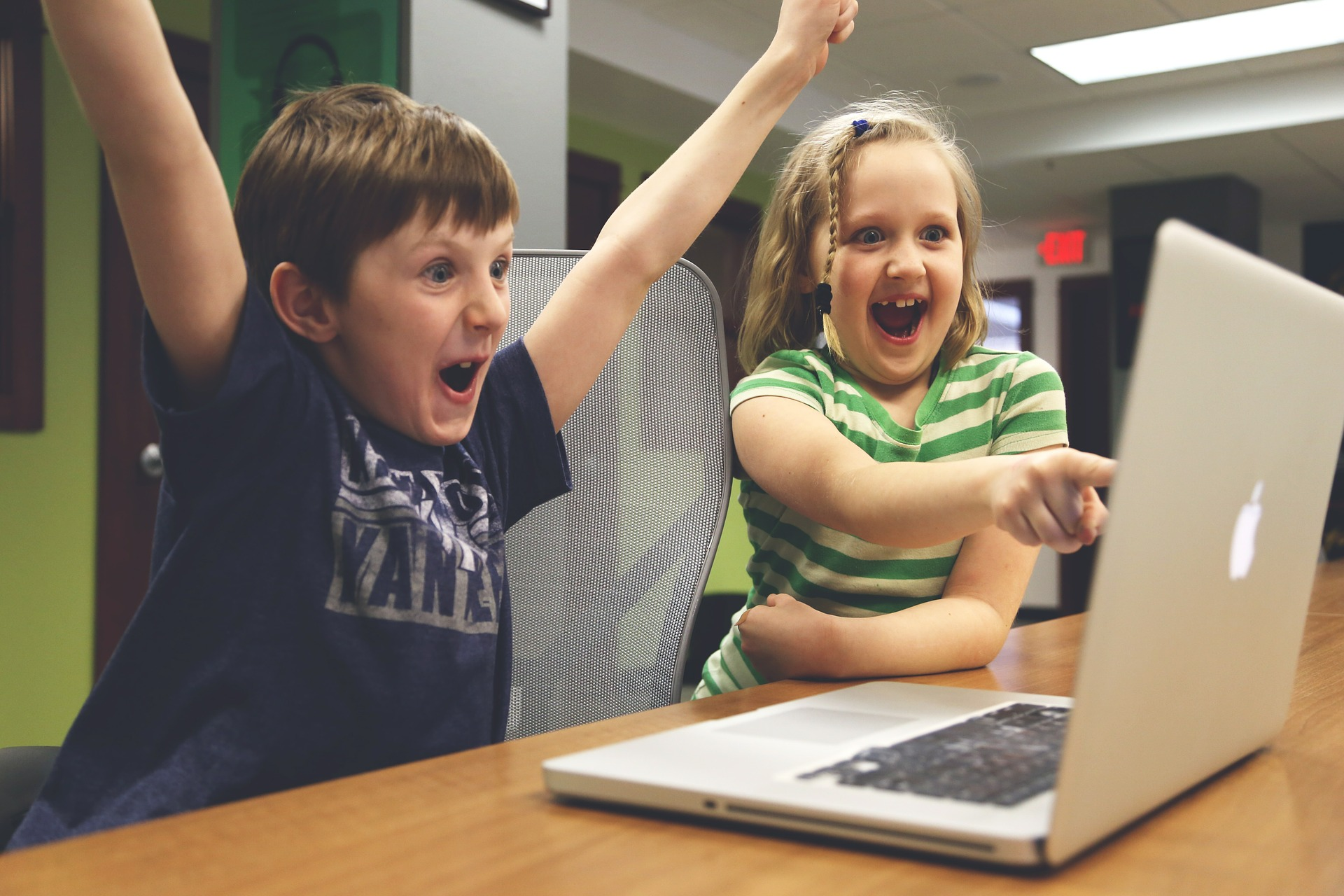パソコンと子供たち