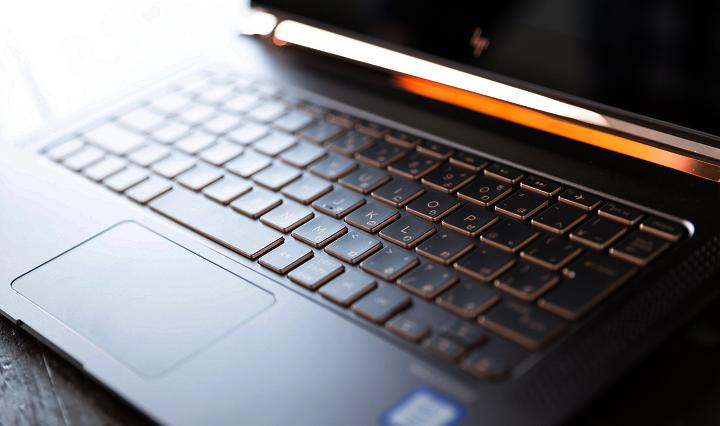 オレンジに光るキーボード